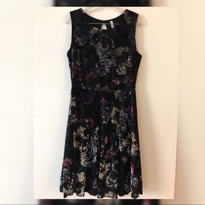 Black velvet floral skater dress 👗